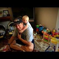 zabawa ojca z dzieckiem
